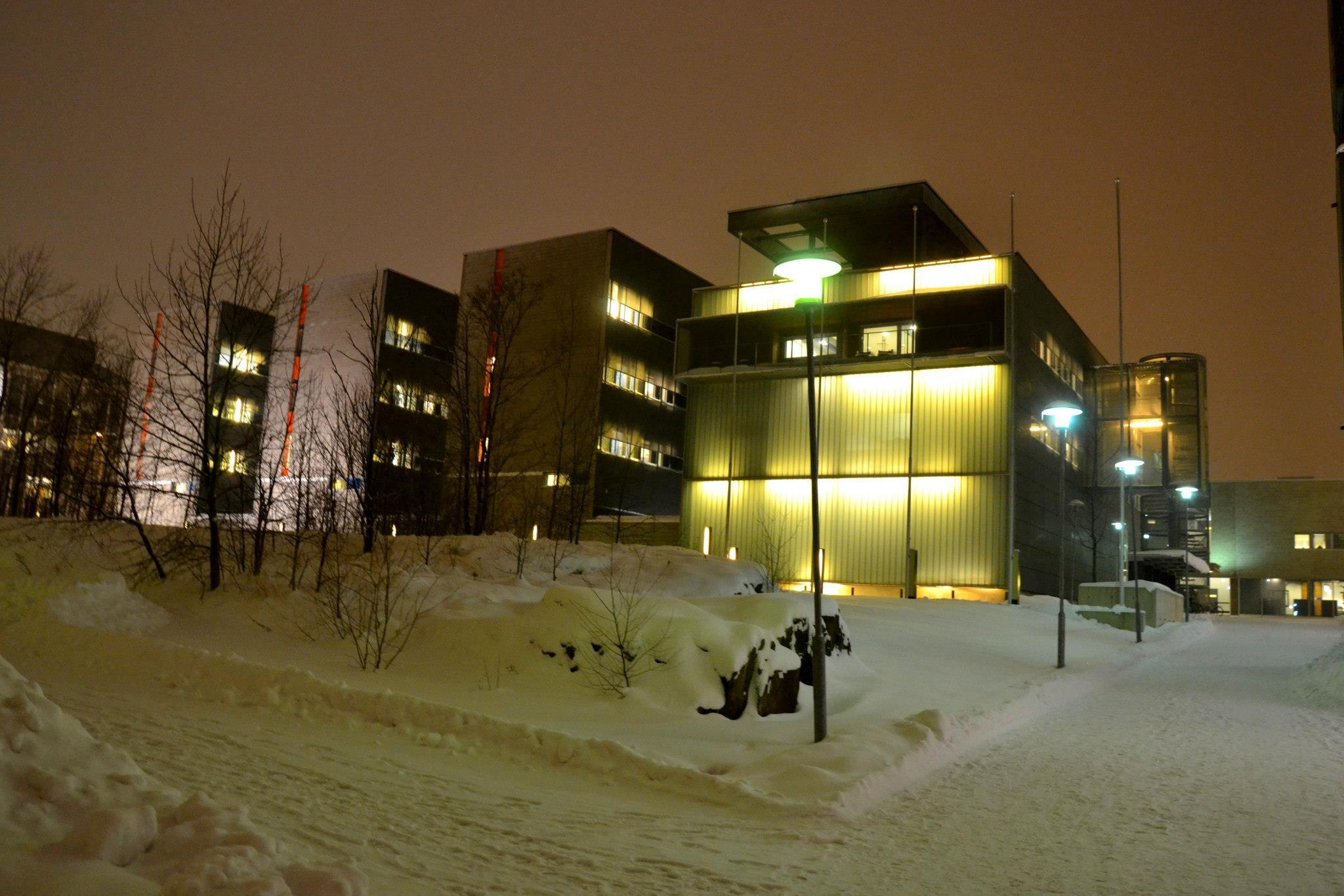 Pohled na Exactum budovu, kde probíhala výuka všech mých kurzů. Nachází se v Kumpula kampusu, což je jeden ze čtyř kampusů University of Helsinki, tento pro exaktní vědy (fyzika, chemie, matematika, CS a další).