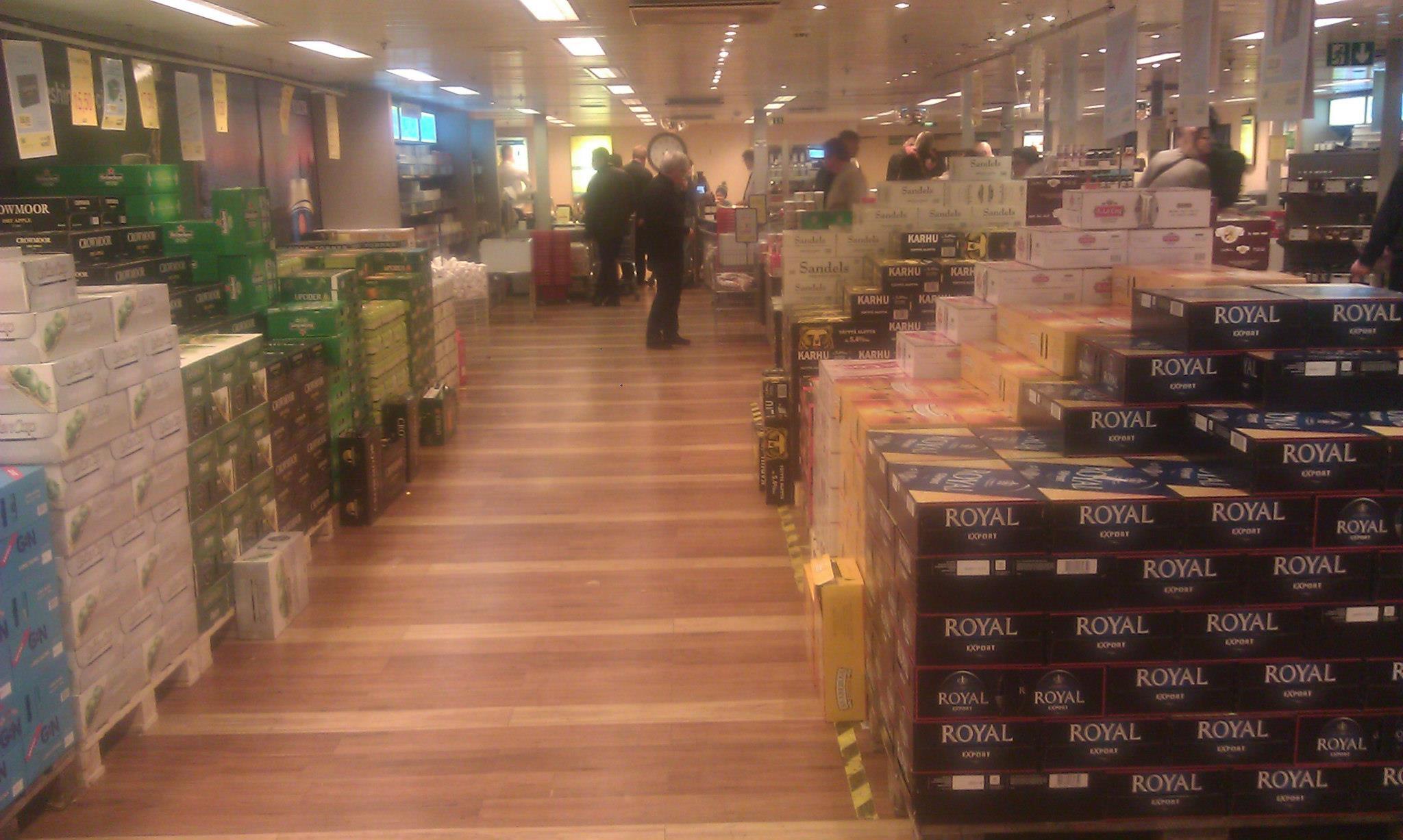 Obchod na lodi do Estonska, oddělení s pivem.