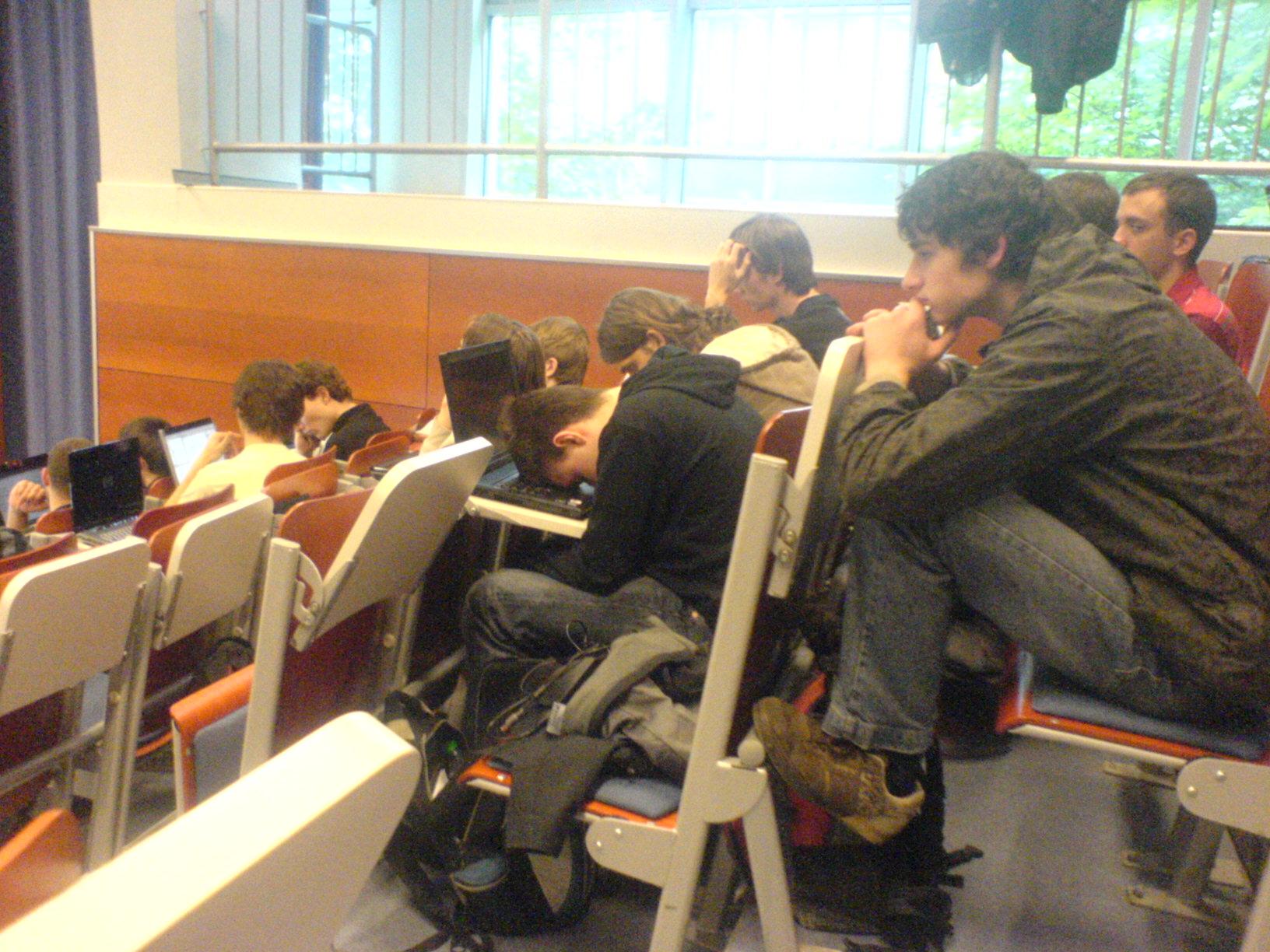 Spící student na přednášce.