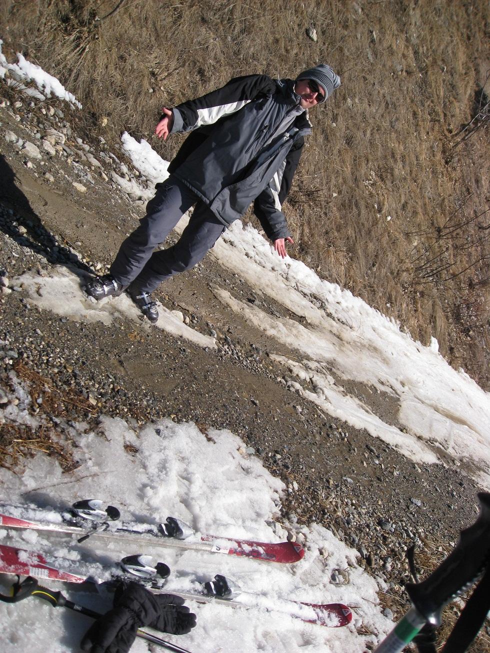 Jednou jsme si dali s Pavlem menší off-road a sjeli až do údolí, kde už toho sněhu moc nebylo.