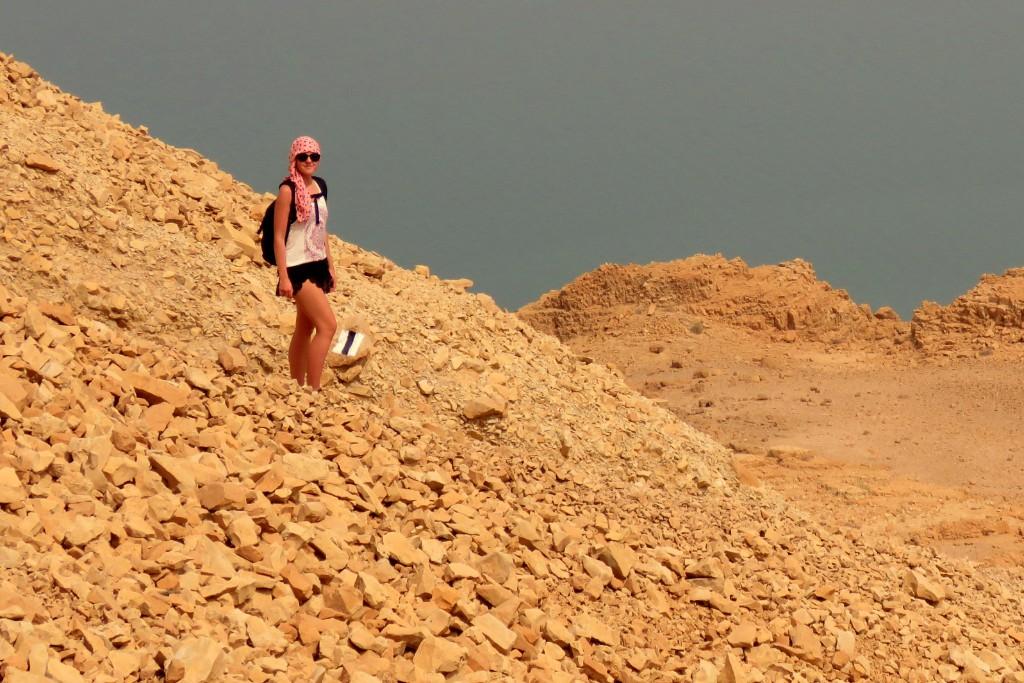 sestup z hory Yishay, terén na sandálky