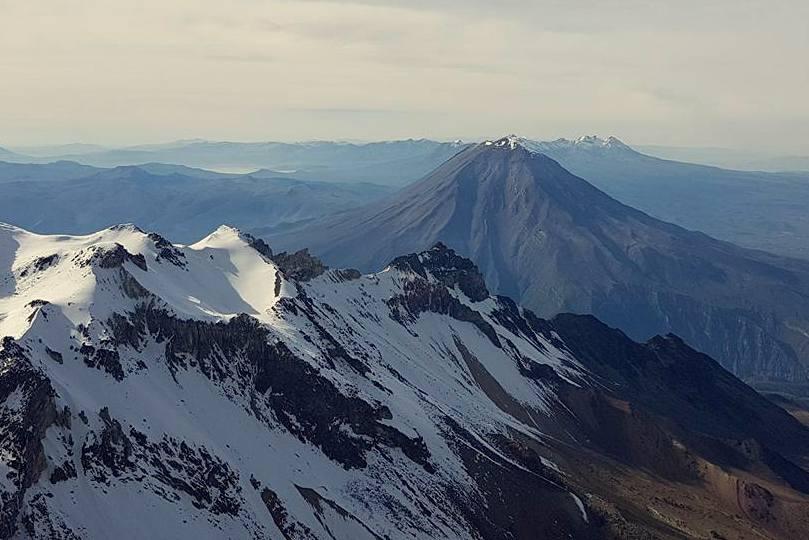 pohled na El Misti z vrcholu Chachani