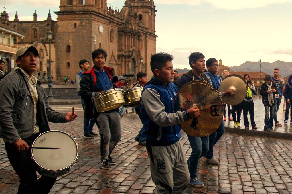 hudebníci na Plaza de Armas, Cuzco