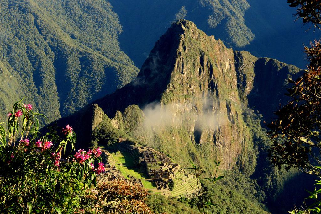 pohled z Montaňa Machu Picchu na město