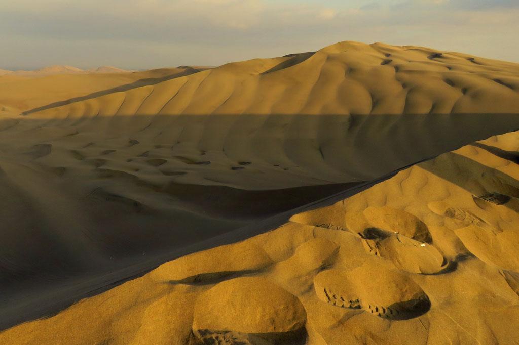 písečné duny u oázy Huacachina