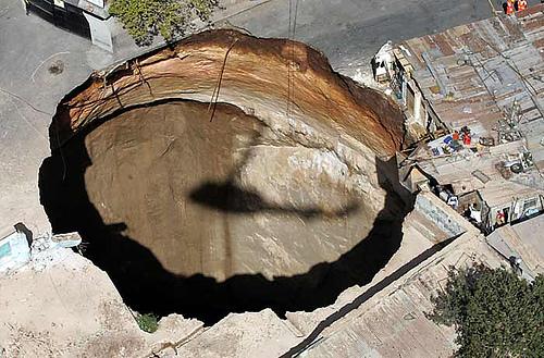 sinkhole-guatemala-2.jpg