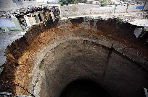 sinkhole-guatemala-3.jpg