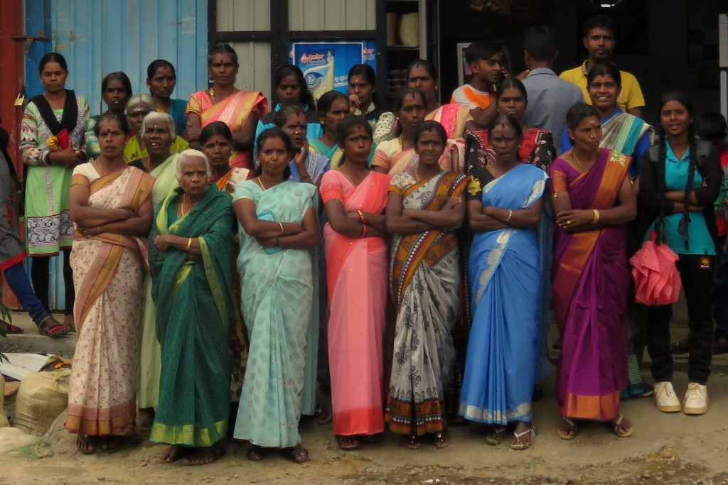 ženy v barevném sárí